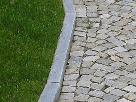 Ecopietre estrazione e lavorazione pietra di luserna for Cordoli per giardino